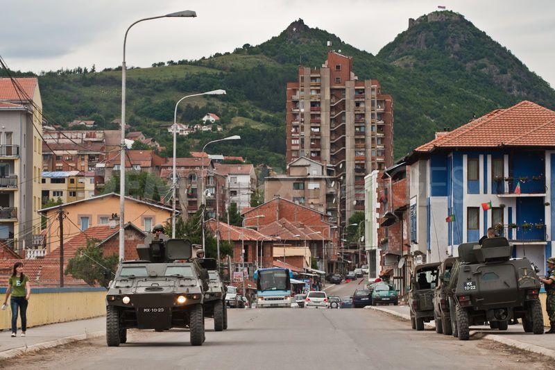 Präsenz zeigen. Nato-Soldaten an den Flussübergängen von Mitrovica