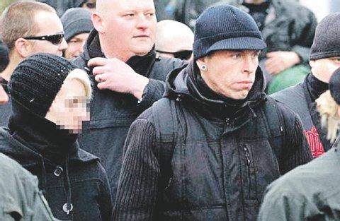 Marco O. und seine Freundin (links) bei einem Nazi-Aufmarsch in Berlin.<br />  Foto: Theo Schneider