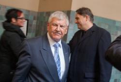 Bewährungsstrafe für Ex-NPD-Bundeschef Udo Voigt (m.) wegen Volksverhetzung; Photo: Th.S.