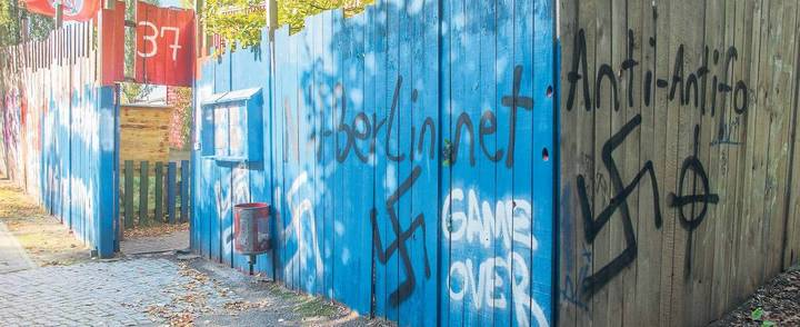 Im Visier von Rechtsextremen. Das Jugend- und Kinderzentrum der Falken in Neukölln ist erneut beschmiert worden. - FOTO: THEO SCHNEIDER