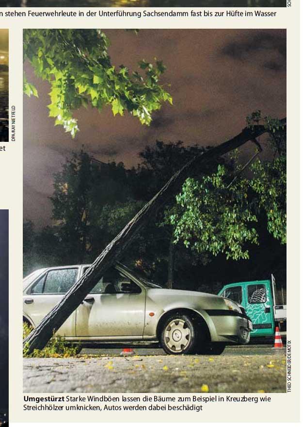 Umgestürtz Starke Windböen lassen die Bäume zum Beispiel in Kreuzberg wie Streichhölzer umknicken, Autos werden dabei beschädigt. Foto: Theo Schneider / Demotix