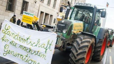 Theo Schneider / Tausende Menschen aus ganz Deutschland demonstrieren für eine neue Agrarpolitik und Tierrechte
