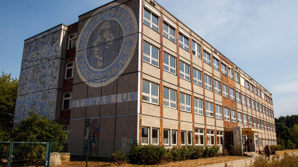 Das ehemalige Max-Reinhardt-Gymnasium in Berlin-Hellersdorf soll eine Notunterkunft für Flüchtlinge werden. © Theo Schneider