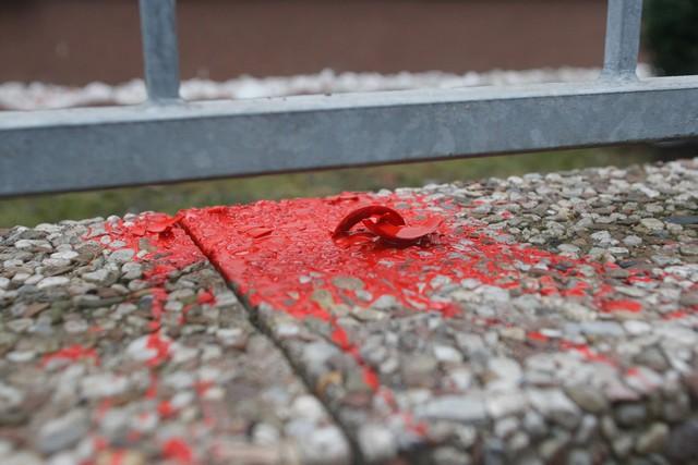 Getroffen: Farbfleck am Wohnhaus des CDU-Politikers Kurt Wansner. Foto: Theo Schneider