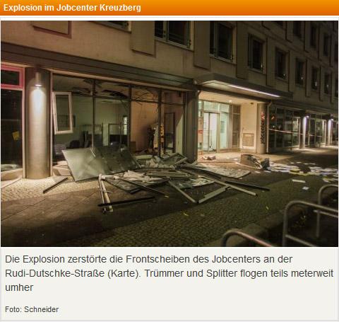 Die Explosion zerstörte die Frontscheiben des Jobcenters an der Rudi-Dutschke-Straße (Karte). Trümmer und Splitter flogen teils meterweit umher<br /> Foto: Schneider