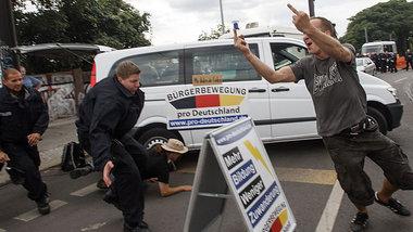 Protest gegen die »Pro-Deutschland«-Kundgebung am Mittwoch in Marzahn-Hellersdorf<br /> Foto: Theo Schneider