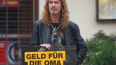 Ich komme aus den 80ern und bringe euch das Gruseln bei: Der selbsternannte »NPD-Heimführungsbeauftragte« Jan Sturm aus Neukölln<br /> Foto: Theo Schneider