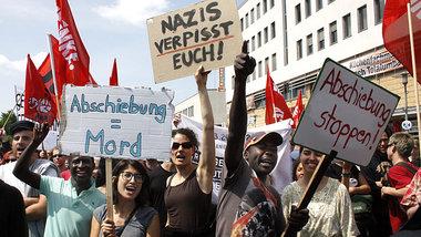 Anti-NPD-Protest am Samstag im Berliner Bezirk Marzahn-Hellersdorf<br /> Foto: Peter Homann/Gegendruck