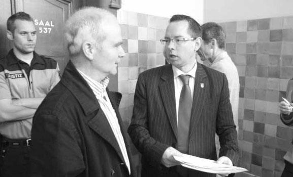 Vor dem Gerichtssaal: Hans Erxleben und Oliver Igel. Foto: Theo Schneider