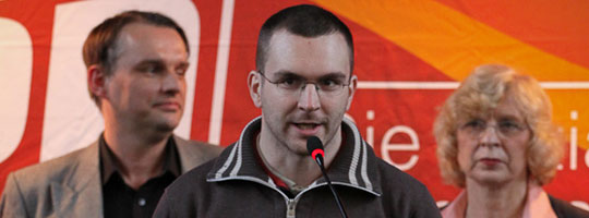 Sebastian Schmidtke (Mitte) bei einer NPD-Veranstaltung im Januar 2011 © Matthias Zickrow