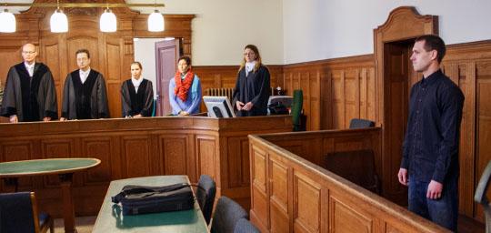 Posiert für die Presse: Stephan H. vor Prozessbeginn © Theo Schneider